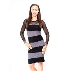Rucy Fashion fekete-ezüst szív formájú, tüll betétes alkalmi szűk fazonú ruha, tüll újjal