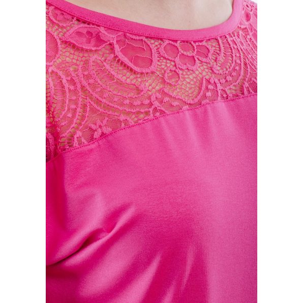 Rövid ujjú rózsaszín csipke vállbetétes felső logóval